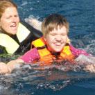 Szandra Delfinekkel úszik